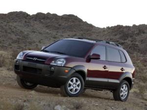 Фотография с боку Туссана 2004 - 2009 годов выпуска