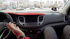Сочетание жёсткого и мягкого пластика в Hyundai Tucson 2016 (жёсткий пластик - выделен красным)