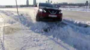 Кашкай преодолевает наваленный снег